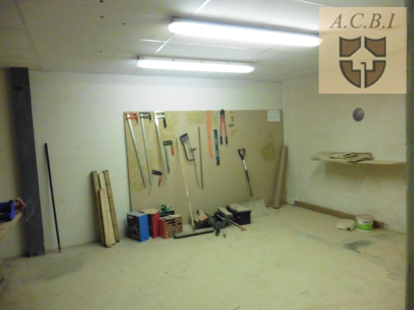 Location vendome centre magasin entrepot bureaux libre for Entrepot du meuble